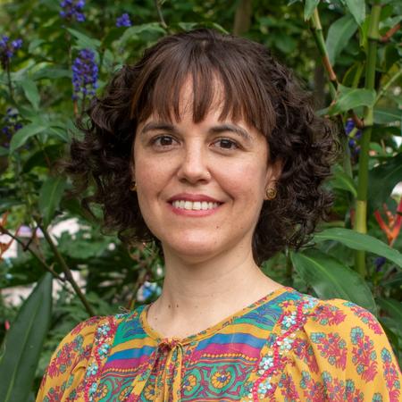 Dr. Denisse Roca-Servat